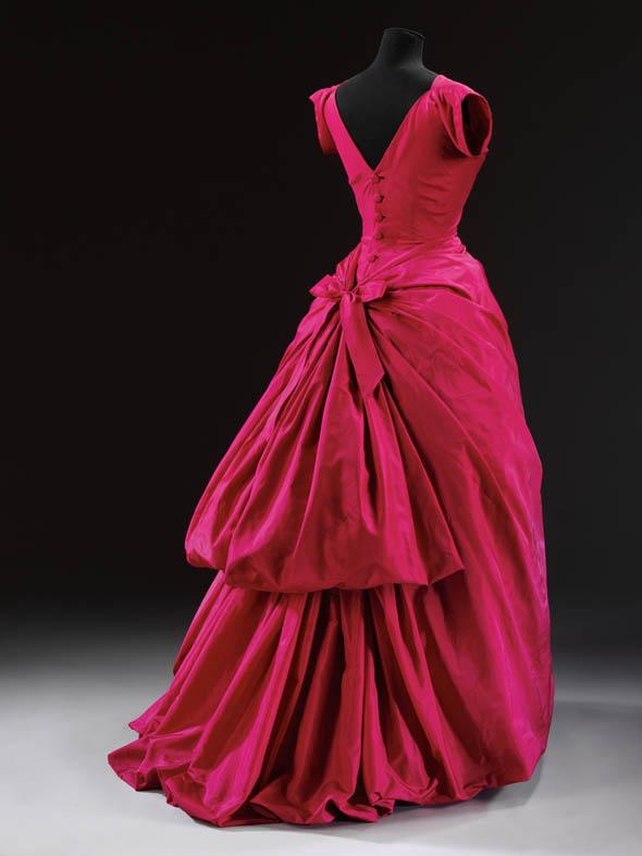 Evening dress by Cristobal Balenciaga. Silk taffeta, 1953-54.