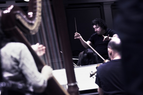 Giancarlo Guerrero, Nashville Symphony, photo by Rob Lindsay