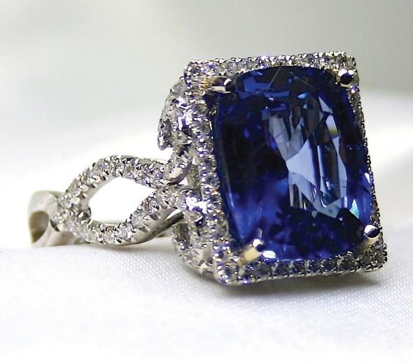 Blue sapphire (14.82 carats),Diamonds (16.95 carats), 18k white gold