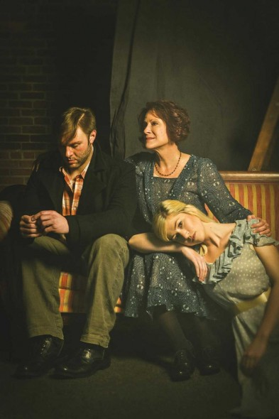 Eric Pasto-Crosby as Tom, Nan Gurley as Amanda, and Ellie Sikes as Laura; Photograph by Anthony Matula of MA2LA