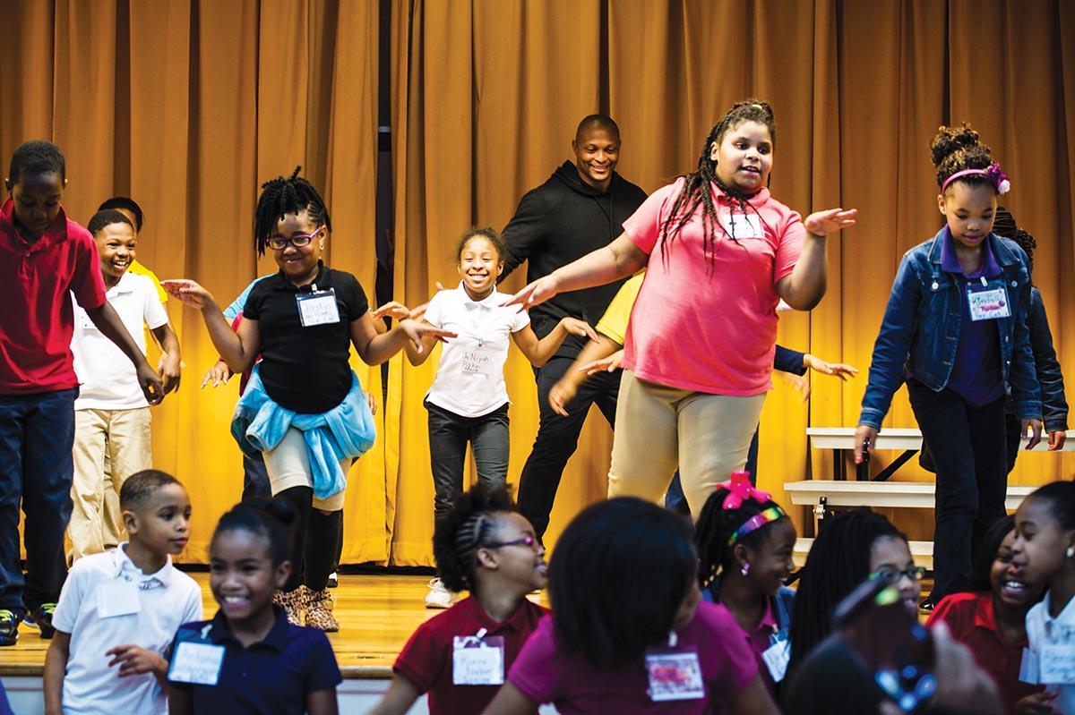 Eddie George performs with students at Robert Lilliard Elementary School. Photograph by Mimosa Arts.