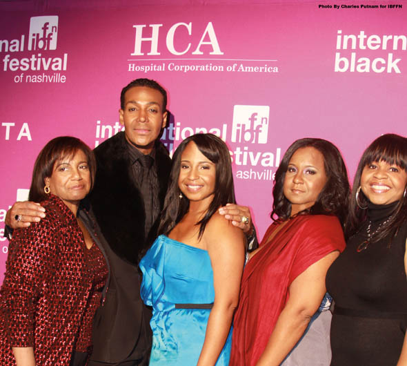 Dwight Eubanks with founder Hazel Joyner-Smith her daughters Ivy, Mica and Ingrid. Photo by Charles Putnam for IBBFN